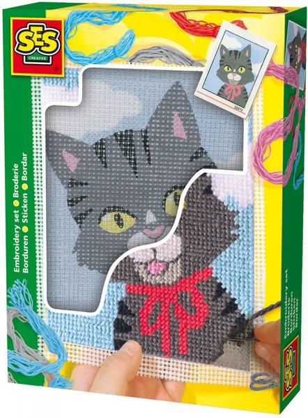 Jemně oholená kočička