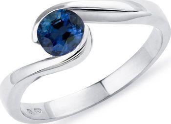 d2cdf9355 Zlatý zásnubní prsten se safírem KLENOTA…