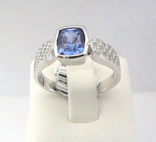 bc255e099 Luxusní prsten z bílého zlata osazený vzácným modrým safírem 24gr od 69 999  Kč | Zboží.cz